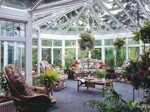 Красивый и просторный зимний сад